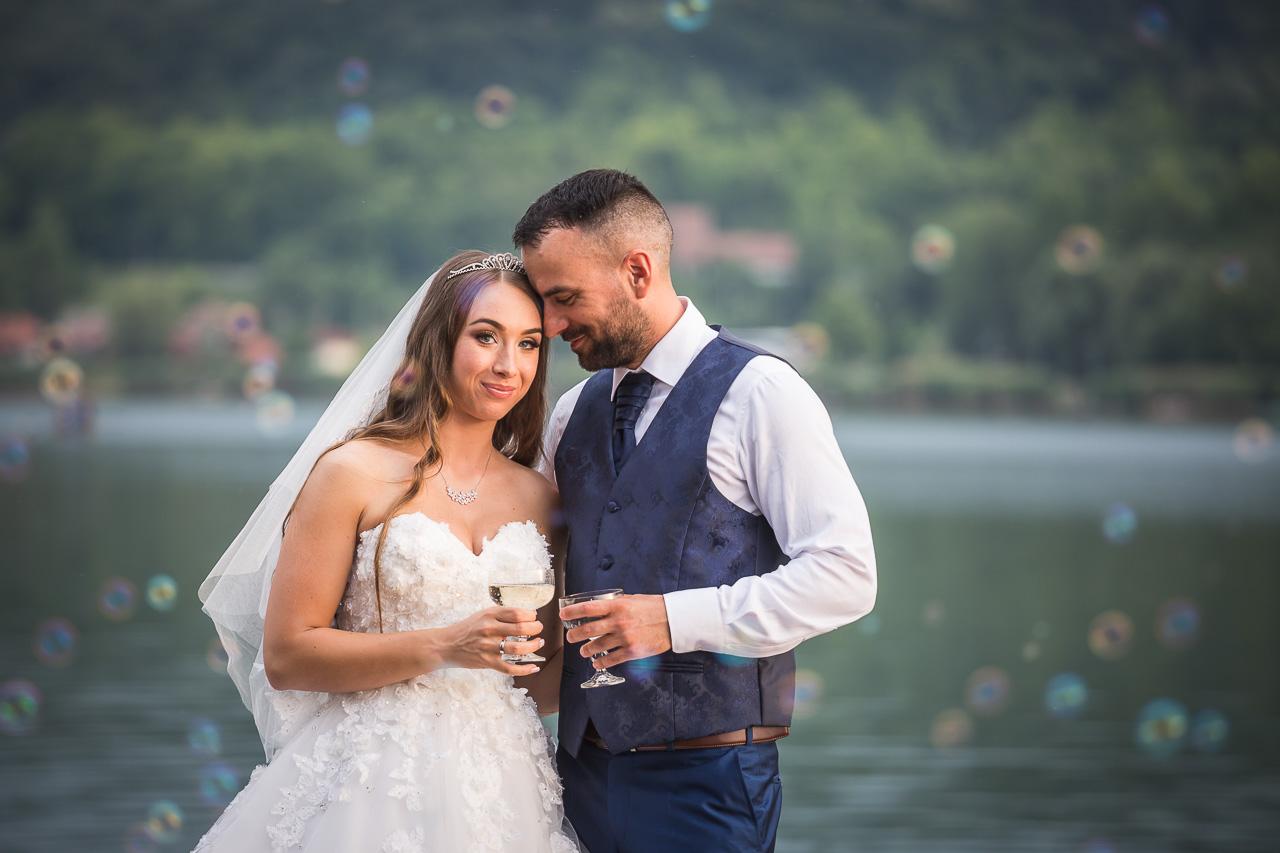 Esküvő a tóparton